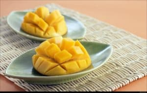 The benefits and risks of eating mango for kidney patients